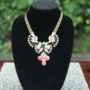 Jewelry - 🆕 STUNNING STATEMENT NECKLACE